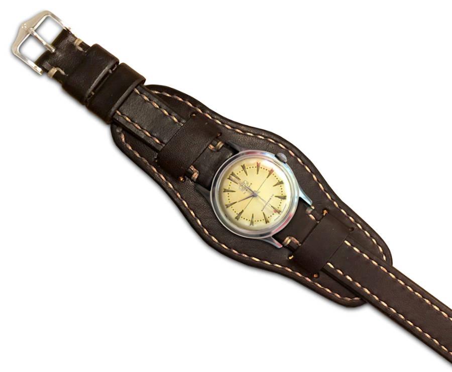 Ručně šitý kožený řemínek na hodinky